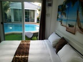 Coconut_palms_Hotel_with_Swimming_pool_Mahasarakaham_04
