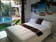 Coconut_palms_Hotel_with_Swimming_pool_Mahasarakaham_01