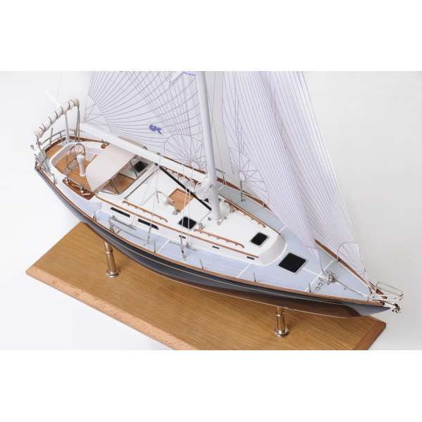 indigo-moth-model-yacht (1)