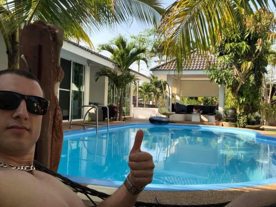 Hotel with swimming pool Maha Sarakham