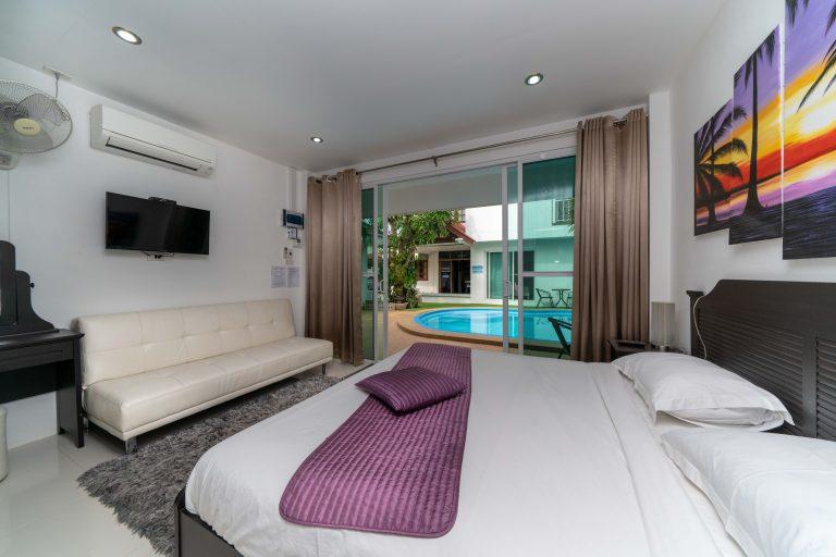Coconut_palms_hotel_with_swimming_pool_Mahasarakham_15-768x512